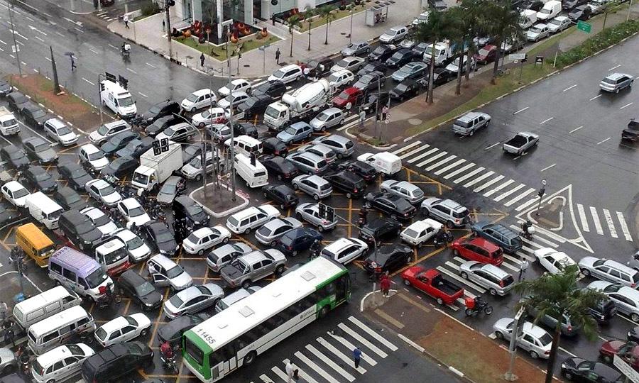 За неправильный проезд перекрестка будут лишать прав